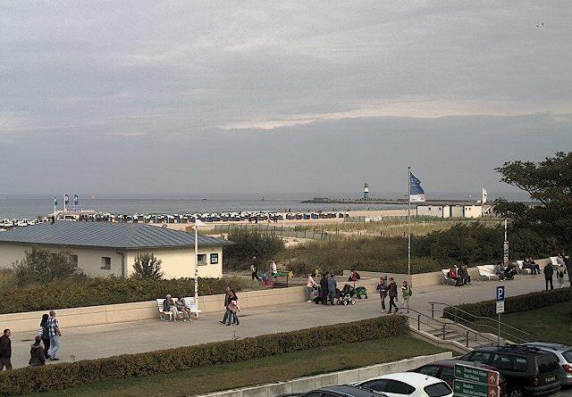 Blick auf den Strand und die Hafeneinfahrt on Rostock Warnemünde